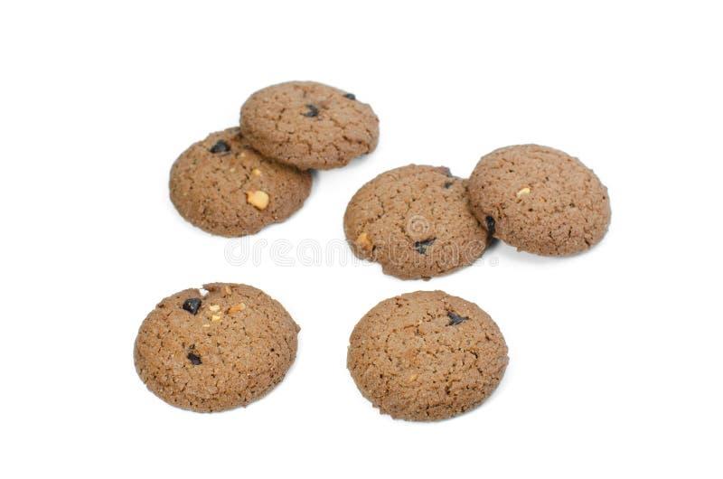 Isolado das cookies dos peda?os de chocolate no fundo branco imagens de stock royalty free