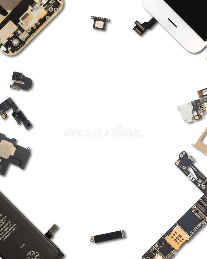 Isolado dos componentes de Smartphone no branco imagem de stock royalty free