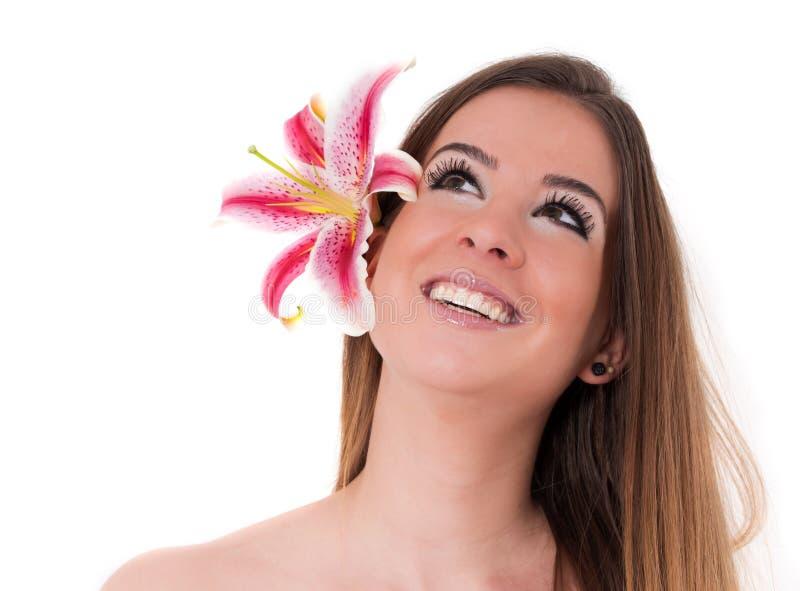 Jovem mulher bonita com flor fotos de stock