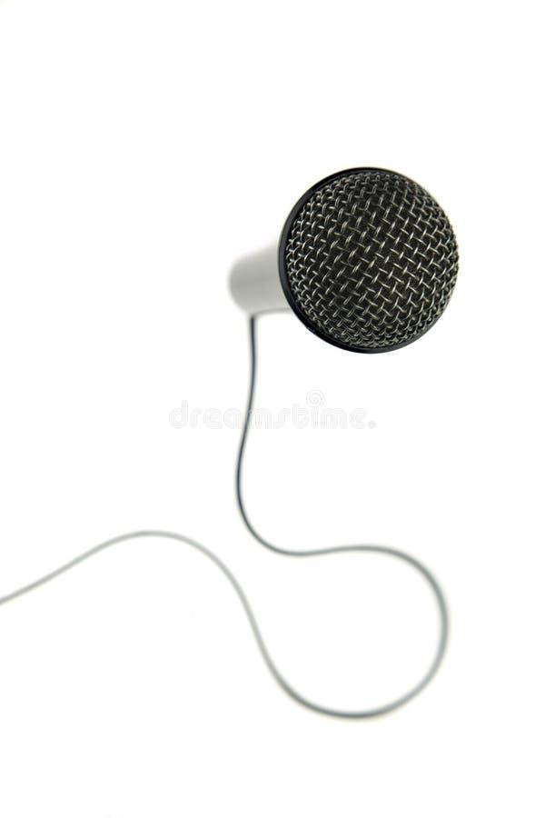 Isolado no microfone branco do fundo com cabo e interruptor imagens de stock royalty free