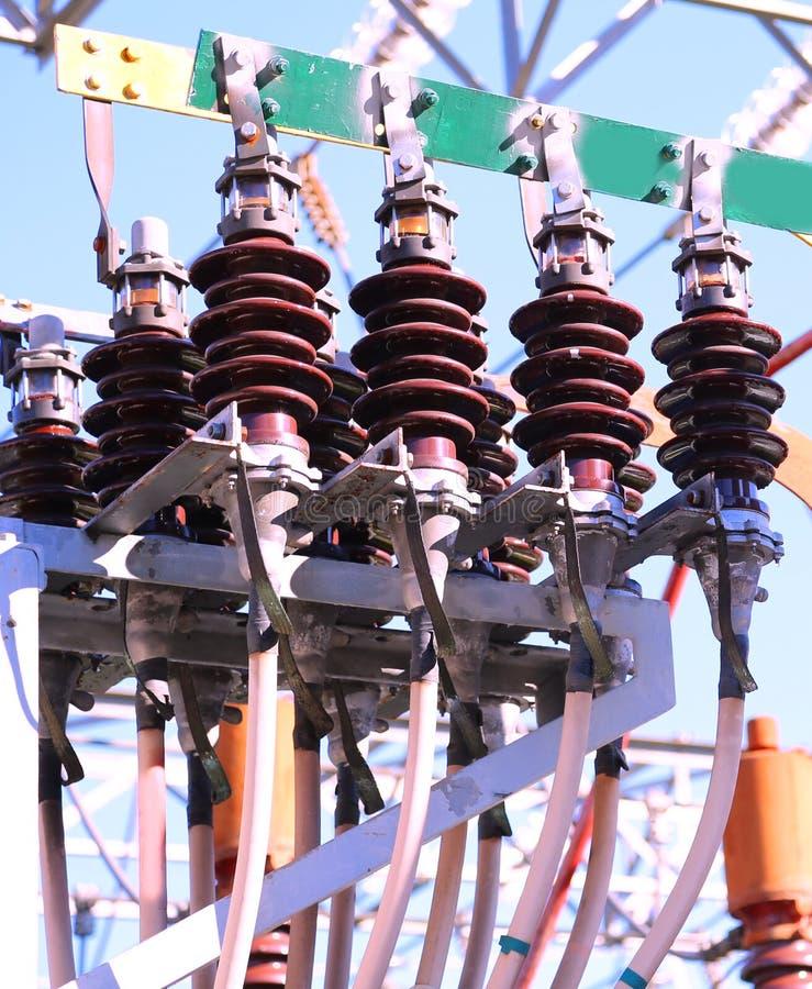 Isoladores de um transformador de alta tensão imagens de stock