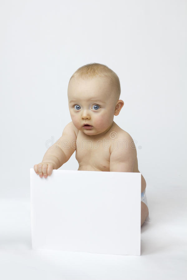 Isolamento bianco del bambino con la scheda bianca immagini stock libere da diritti