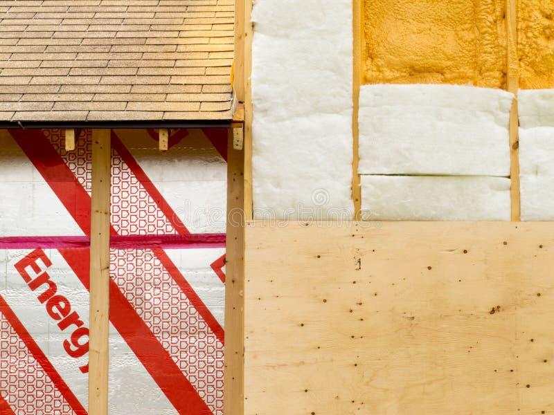 Isolamento della parete per risparmiare energia termica immagine stock