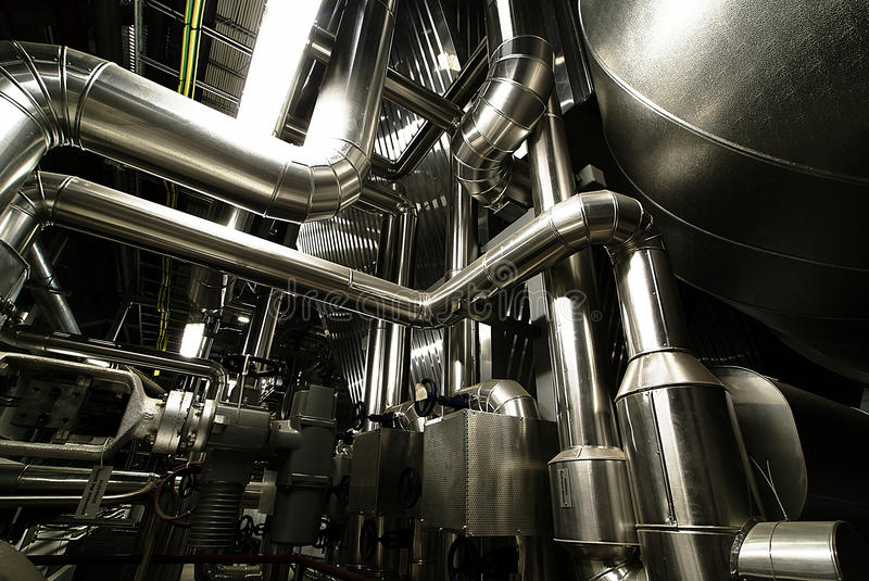 Isolamento lucido d'acciaio industriale delle valvole delle condutture fotografia stock libera da diritti