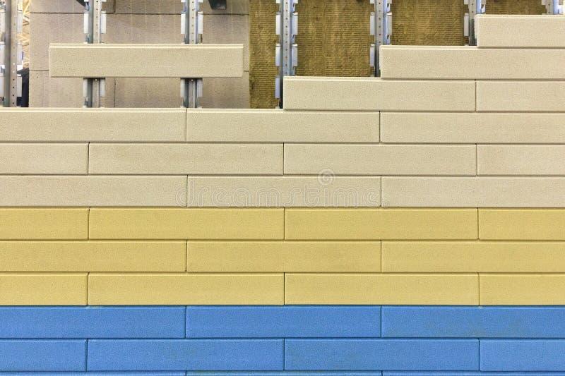 Isolamento termico delle pareti della lana di scorie sotto del il raccordo colorato multi Isolamento per parteggiare immagine stock