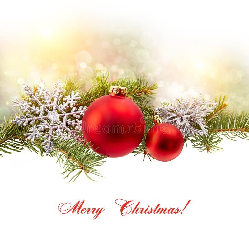 Isolante della decorazione di Natale (ramo dell'abete, palla di natale, fiocco di neve,) fotografia stock