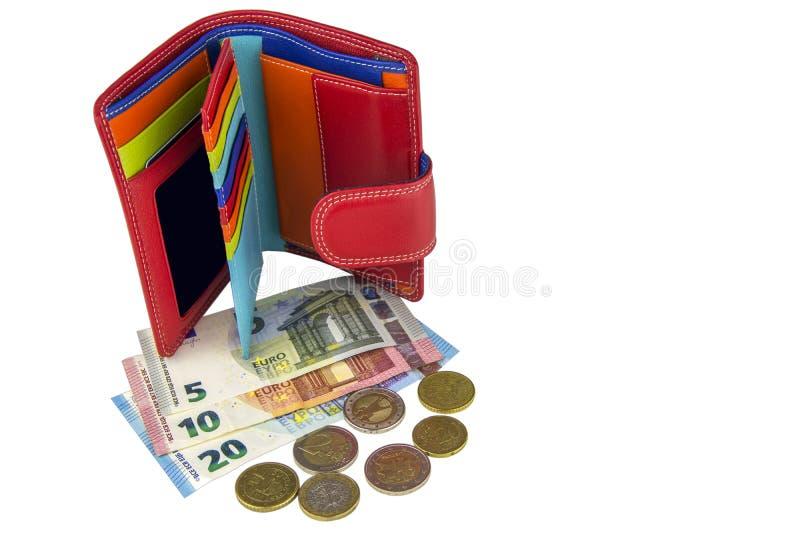 Isolat på vitbakgrund EU-kassa Sedlar av 5, 10, 20 euro coins något Röd plånbok för kvinna` s royaltyfri fotografi