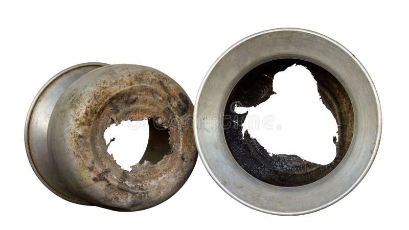 Isolataluminiumtöpfe beschädigt lizenzfreie stockbilder