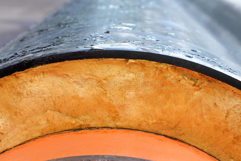 isolatie Staalpijp met de close-up van de Hitteisolatie stock afbeeldingen