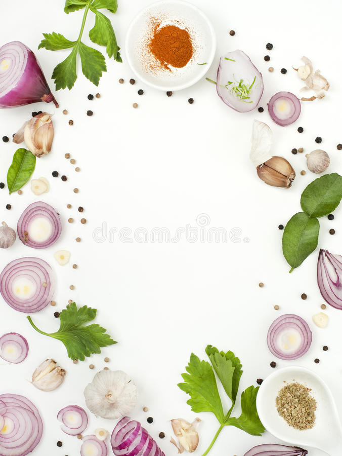 Isolato dell'alimento dei miscelatori delle spezie su fondo bianco fotografie stock