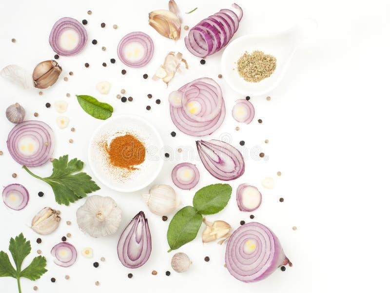 Isolato dell'alimento dei miscelatori delle spezie su fondo bianco immagini stock libere da diritti