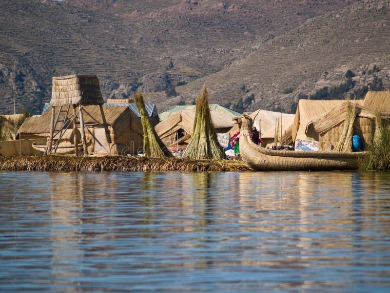 Isole di galleggiamento di Uros fotografia stock libera da diritti