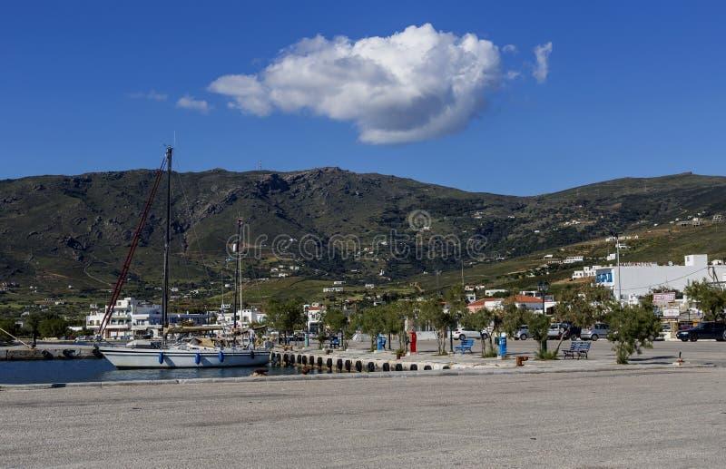 Isole greche Visualizzazione della porta dell'isola di Gavrio Andros, Cicladi, Grecia fotografia stock libera da diritti