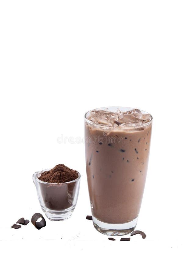 Isolera med is chokladexponeringsglas på vit bakgrund med krossat Co royaltyfri bild