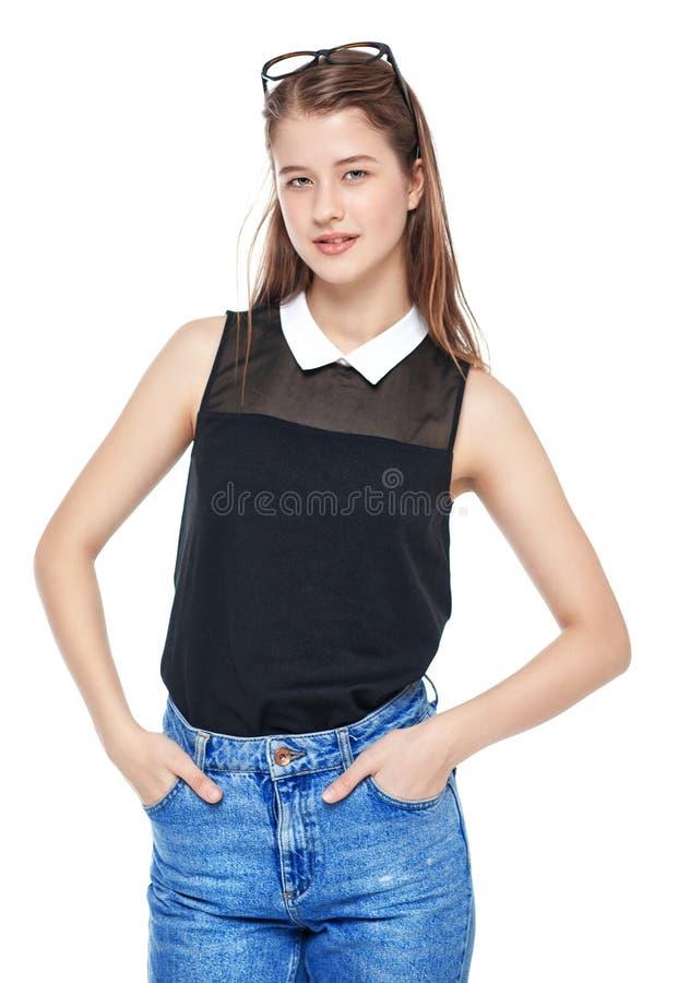 Isolerad barnmodeflicka, i att posera för jeans och för exponeringsglas arkivbild