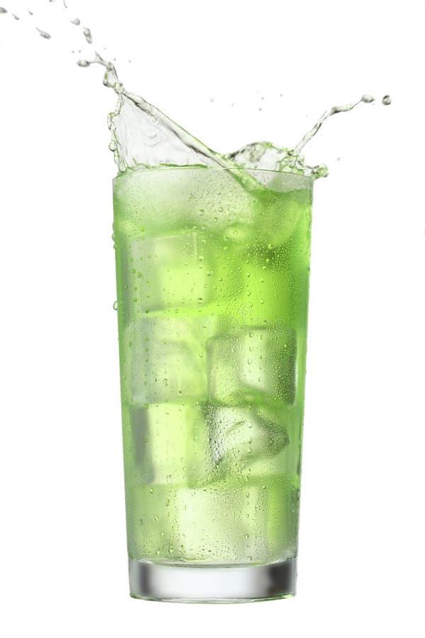 isolerad färgstänk för dryck green arkivbild