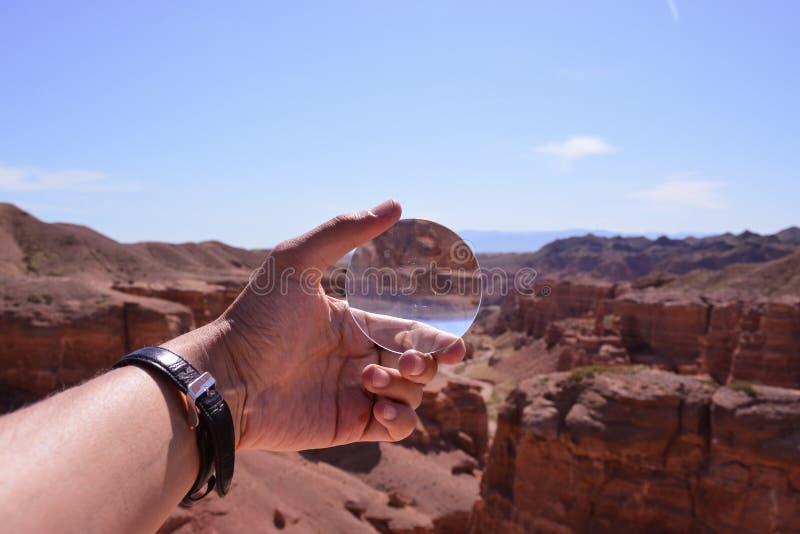isolerad förstorande vektorwhite för bakgrund glass illustration Charyn kanjon royaltyfri fotografi