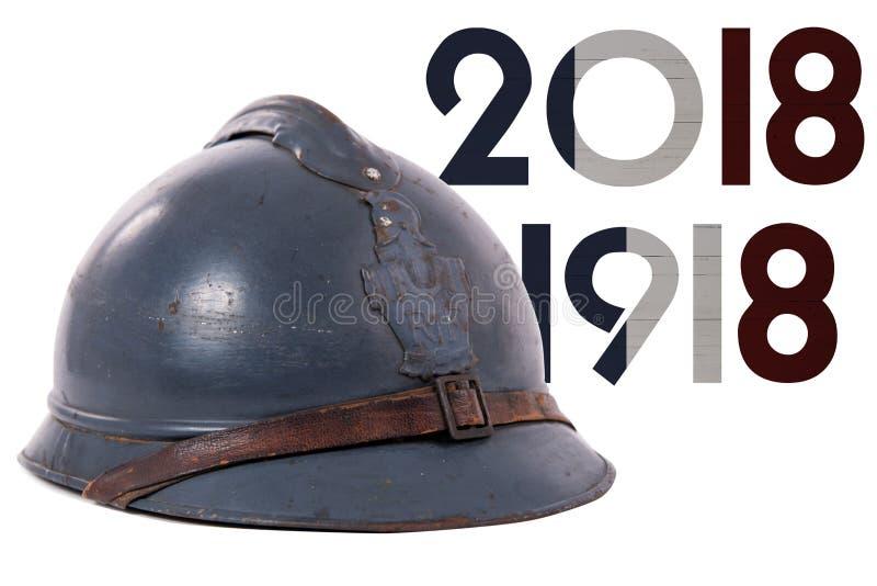 Isolerad fransk militär hjälm av det första världskriget på vit arkivbild