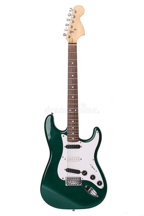 isolerad härlig elektrisk grön gitarr royaltyfri fotografi