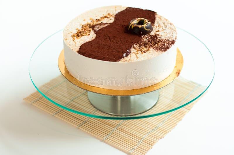 Isolerad kräm- cake royaltyfria bilder