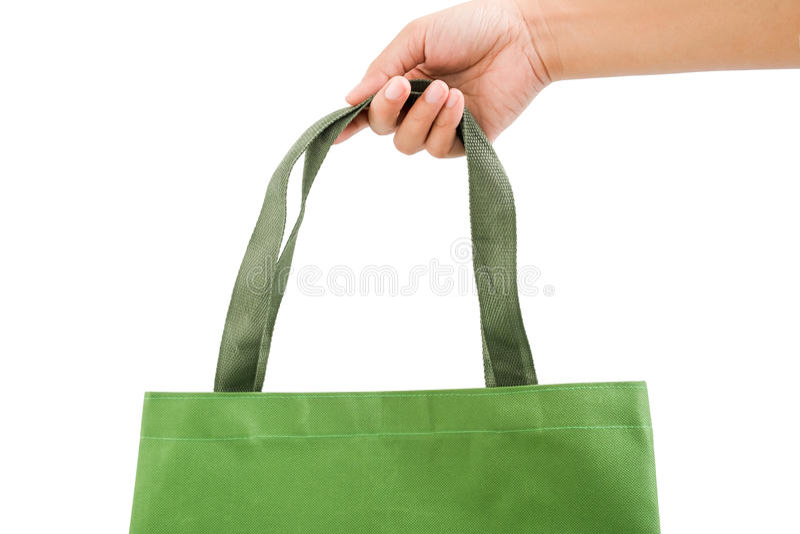 Isolerad kvinnaassistenthåll ett mörker - grön shoppingpåse royaltyfri bild