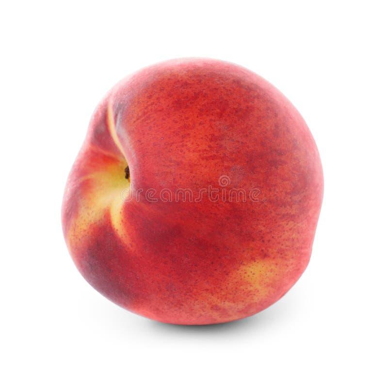 Isolerad läcker mogen söt persika royaltyfri bild