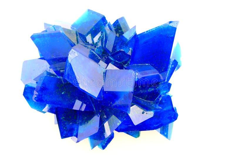 Isolerad mineral för blå vitriol fotografering för bildbyråer