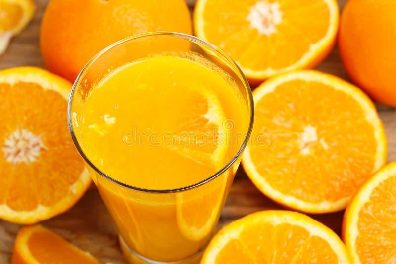 isolerad orange white för fruktsaft arkivfoton