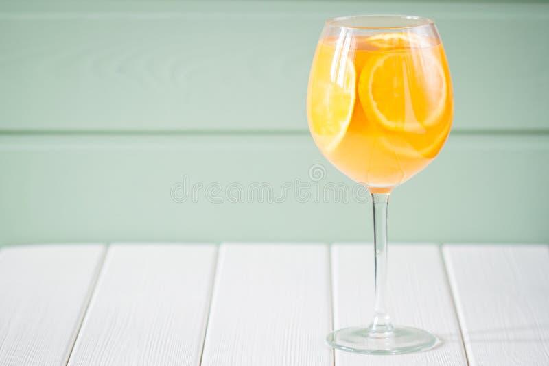 isolerad orange white för fruktsaft royaltyfri fotografi