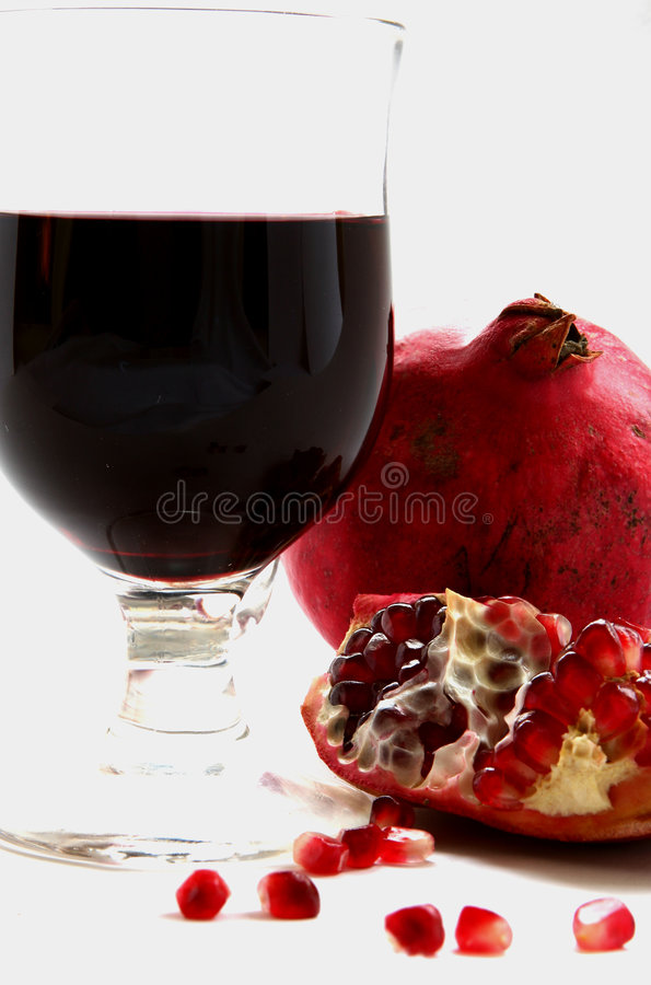 isolerad pomegranate royaltyfria bilder