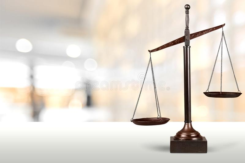 isolerad rättvisa över vita scales
