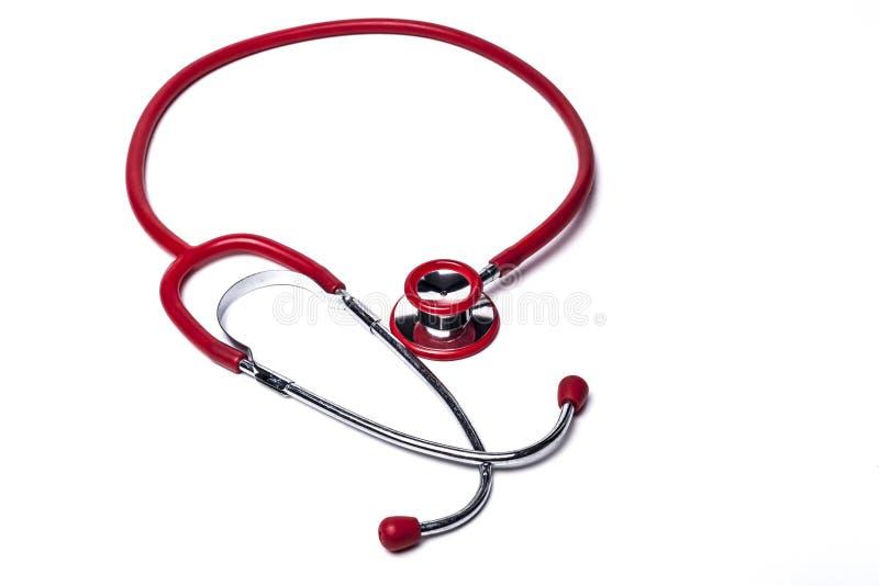 Isolerad röd stetoskop arkivfoton