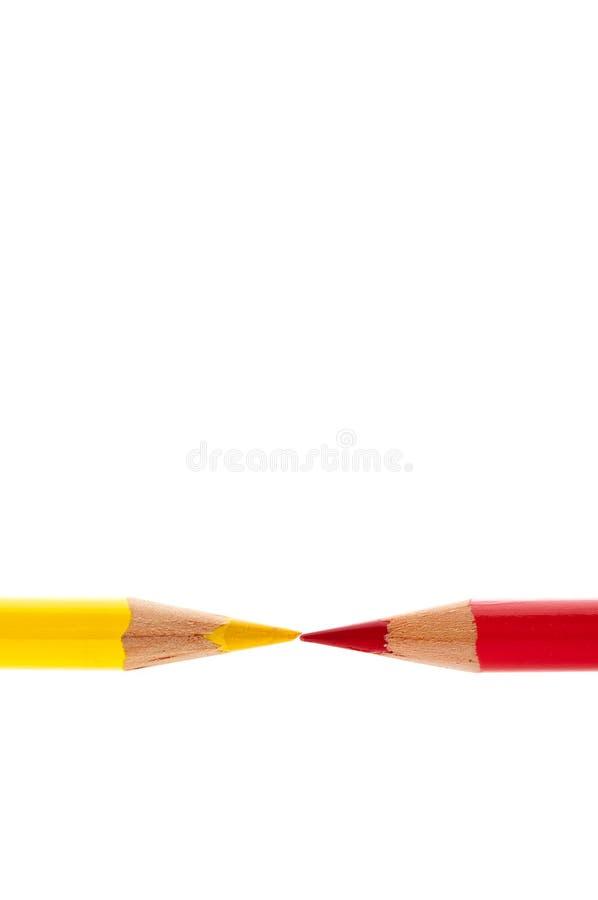 isolerad röd vit yellow för blyertspennor arkivfoton