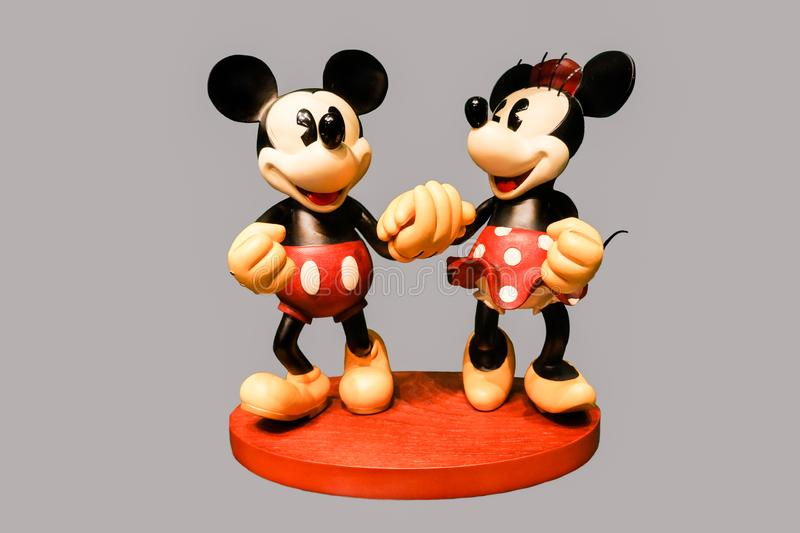 Isolerad Retro Mickey och Minnie Mouse Ceramic Figurine royaltyfria foton