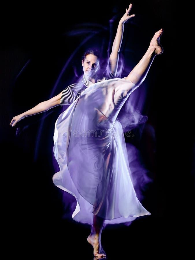 Isolerad svart bacground f?r Odern balettdans?rdans kvinna royaltyfri foto