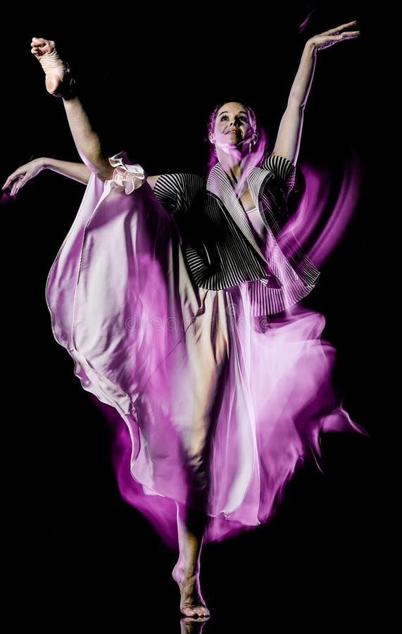 Isolerad svart bacground f?r Odern balettdans?rdans kvinna fotografering för bildbyråer