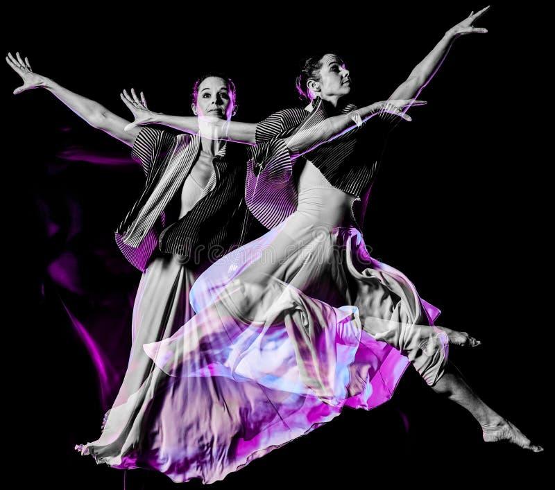 Isolerad svart bacground f?r Odern balettdans?rdans kvinna royaltyfri fotografi