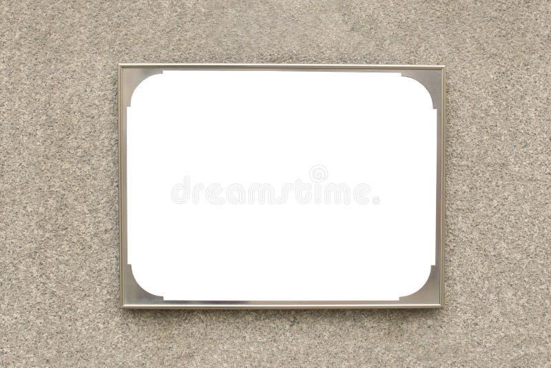 Isolerad tom metallbildram på väggen - bild arkivfoton