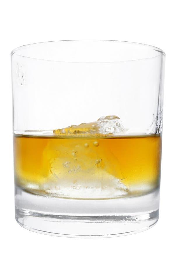 isolerad tumblerwhiskey royaltyfri bild