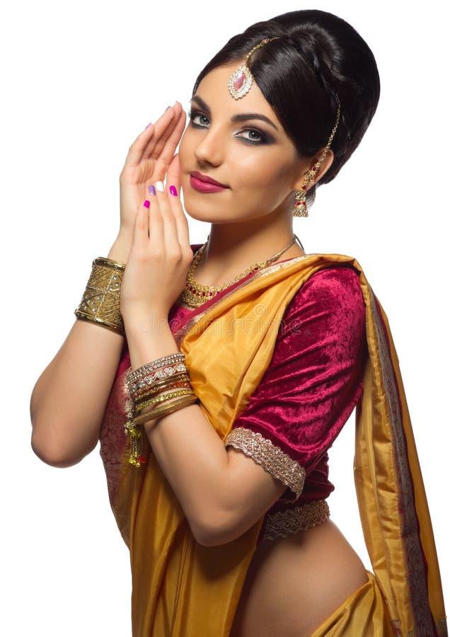 Isolerad ung indisk kvinna royaltyfri bild