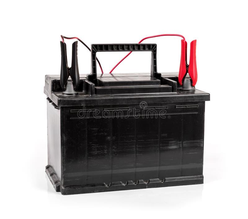 isolerad uppladdning för bilbatteri på vit arkivfoton