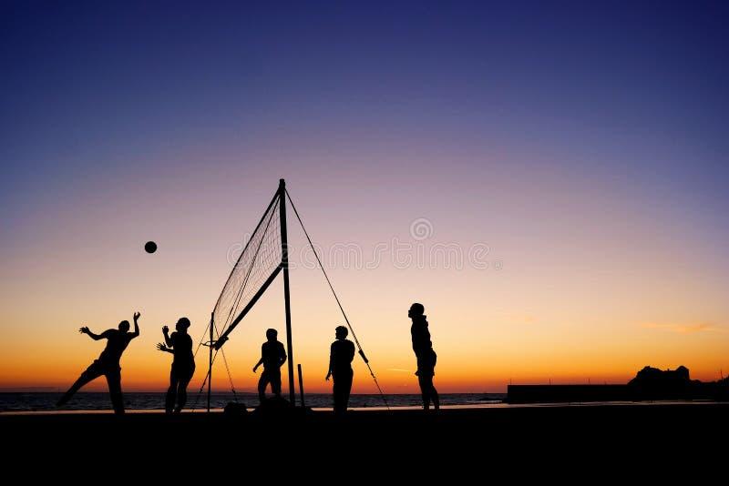 isolerad volleybollwhite för bakgrund strand arkivfoton