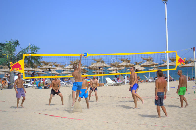 isolerad volleybollwhite för bakgrund strand royaltyfria bilder