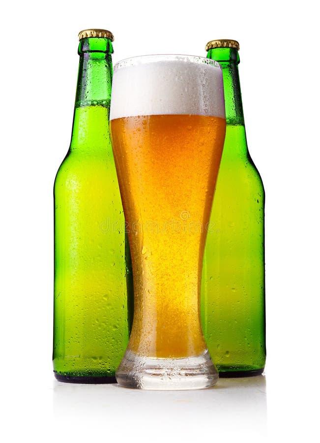 isolerad white för ölflaskar fullt exponeringsglas arkivfoton