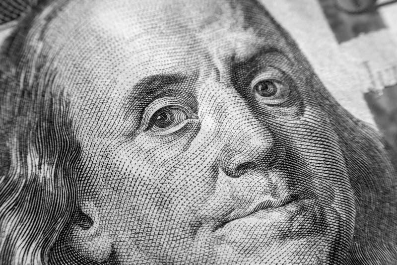 Isolerade Benjamin Franklin vänder mot på oss hundra makro för dollarräkning, Förenta staterna pengarcloseup arkivfoto