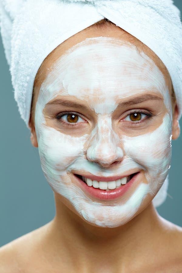 isolerade den ansikts- injektionen för den härliga BOTOX®-omsorgsframsidan s-whitekvinnan royaltyfria foton
