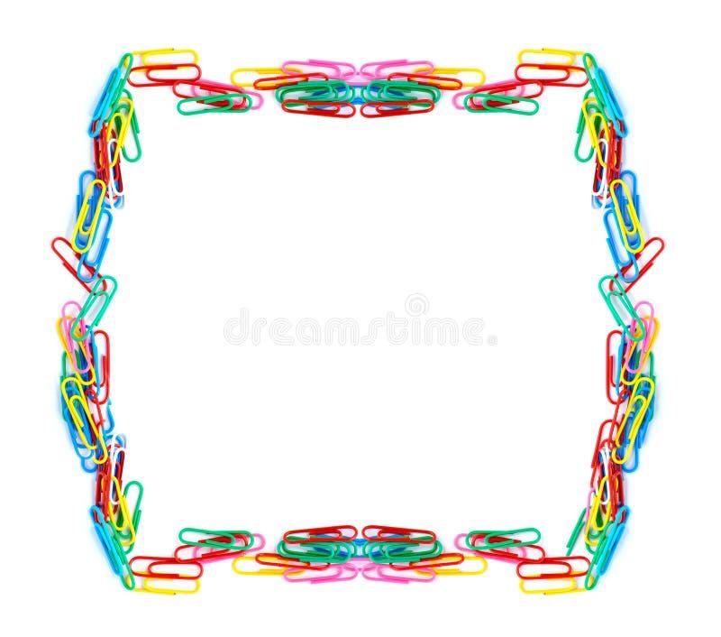 Isolerade färgrika paperclips royaltyfri foto