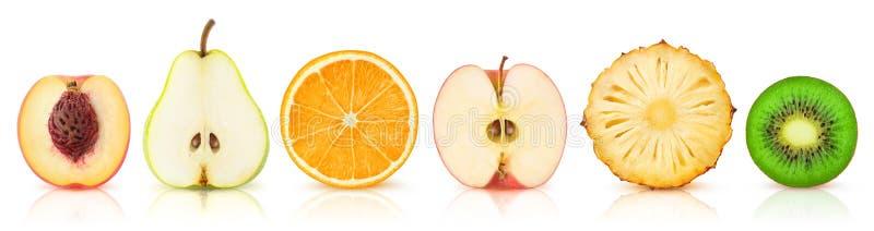 Isolerade frukthalvor i rad royaltyfri fotografi