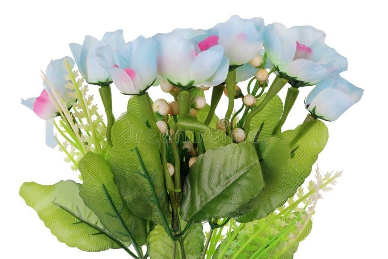 Isolerade konstgjorda döda plast- blåa blommor royaltyfria foton