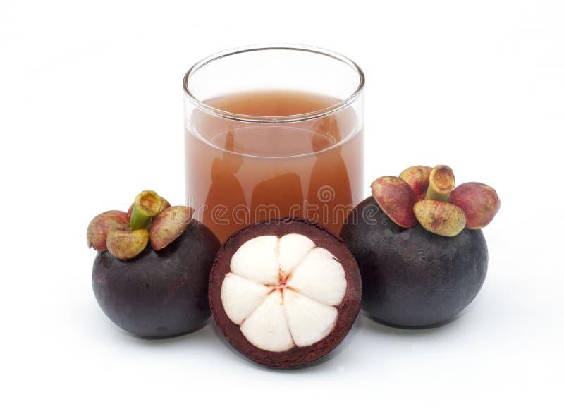 Isolerade Mangosteen och fruktsaft arkivfoto